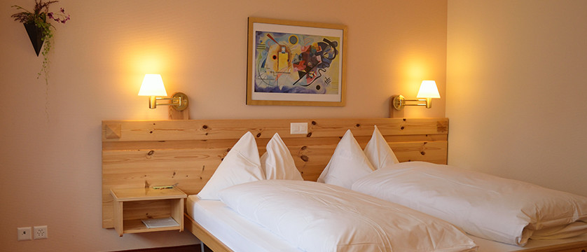 Switzerland_Graubünden-Ski-Region_Arosa-Lenzerheide_Hotel_Sunstar_Alpine_bedroom.jpg